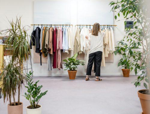 Dicas de estilistas para limpar seu armário